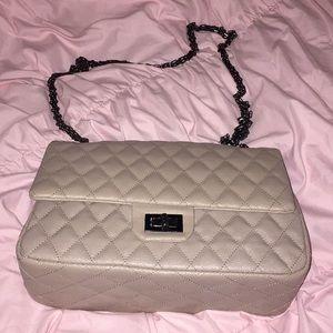 ⚡️SALE⚡️Quilted chain strap purse